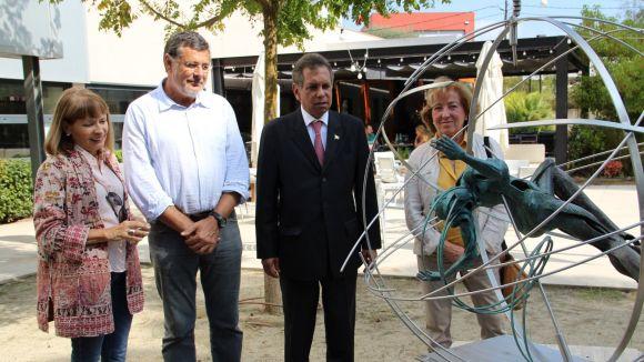 El cònsul de Mèxic a Barcelona visita la Biennal d'Escultura de Valldoreix