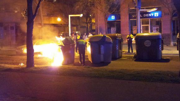 Quatre contenidors i una tanca, cremats aquesta matinada