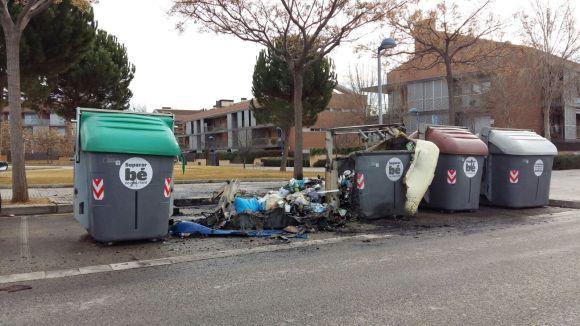 10 contenidors i 100 metres de matolls han cremat aquesta nit a Sant Cugat