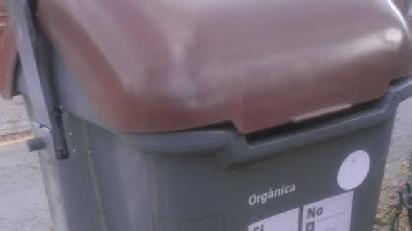 La uaSC es queixa de tapes que no tanquen correctament i palanques avariades