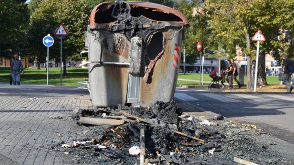 Crema un contenidor a la carretera de Vallvidrera