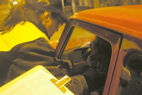 Un detingut i 24 denúncies en un dispositiu policial contra el consum d'alcohol