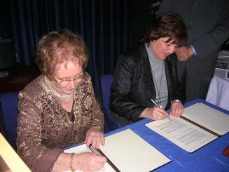 La presidenta d'ASDI i la consellera en funcions de Benestar i Família han signat un conveni durant el sopar anual de l'entitat