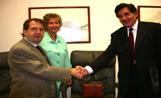 Imatge de l'acte de signatura del conveni entre els tres hospitals comarcals