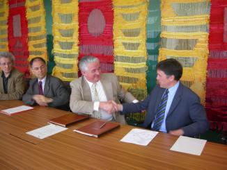 L'Ajuntament i Autocugat signen el conveni de col·laboració pel tercer Premi de Pintura de Petit Format