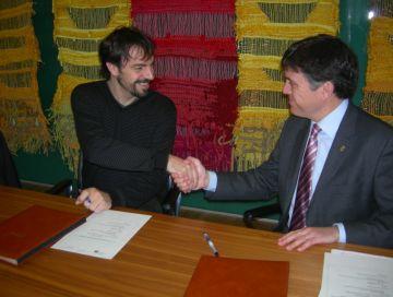 Acord per aprofitar les instal·lacions esportives de l'IES Pla i Farreras