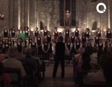 Emotiu concert del cor de Noies de Pro Musica d'Hongria al Monestir