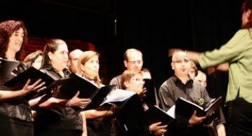 Les corals de l'escola Pins del Vallès s'uneixen de nou en un concert al Teatre la Unió