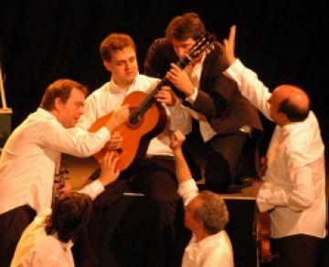 Èxit del concert per a infants 'Corda i descorda'  dirigit per Paco Mir