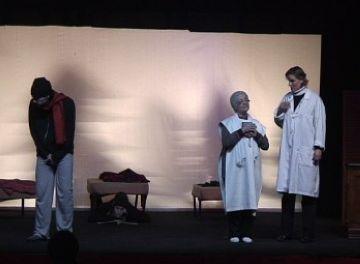 Fila Zero trepitja amb força l'escenari de casa seva amb la comèdia 'El coronel ocell'