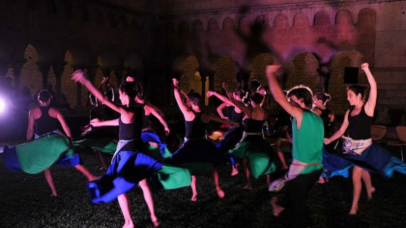 El Cos de Dansa de l'Esbart Sant Cugat balla per Festa Major
