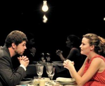 'Coses que dèiem avui' converteix el Teatre-Auditori en 'voyeur' de tres històries de parella