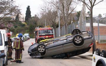 Espectacular accident, sense ferits, a tocar de l'institut Arnau Cadell