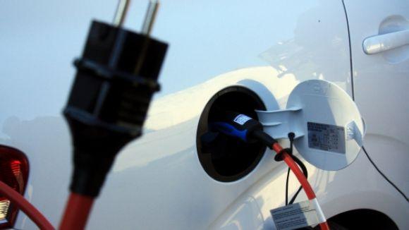 Dos santcugatencs patenten un sistema de recàrrega per a cotxes elèctrics en aparcaments de comunitats