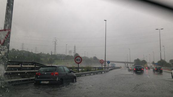 Inundacions i cotxes atrapats, principals incidències per la pluja a Sant Cugat