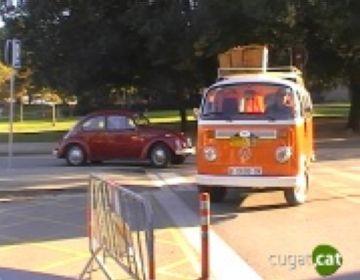 Concentració de cotxes antics a Sant Cugat a càrrec del Club d'Amics de Volkswagen de Catalunya