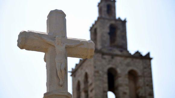 Els jardins del Monestir recuperen la creu del Terme