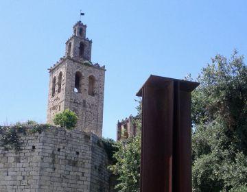 Fins ara l'única Creu de Terme que hi havia a la ciutat és la situada als Jardins del Monestir