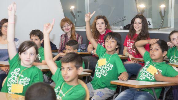 300 alumnes de primària del Vallès descobreixen la UAB
