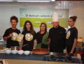Una sessió de cuina al Mercat de Torre Blanca pretén dinamitzar el comerç de l'equipament