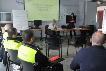 Policia Local i Protecció Civil reben formació millorar l'atenció a persones amb malalties neurològiques