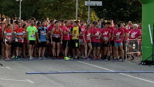 Més de 600 persones participen a la cursa solidària 'Metres de vida'