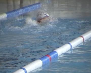 Més d'un centenar de nedadors a la final local i comarcal