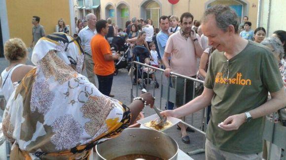 Els santcugatencs mostren la seva solidaritat amb el cuscús de SCAPS