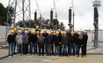 Alumnes danesos visiten la subestació elèctrica de la ciutat