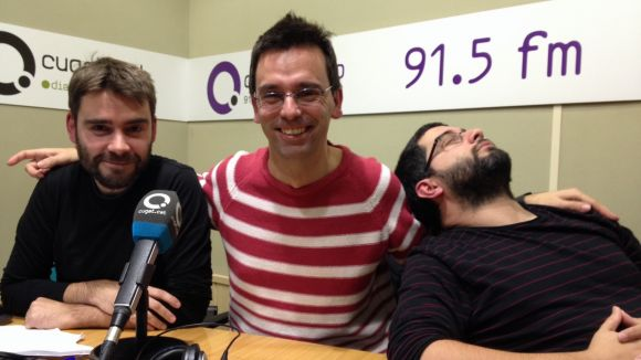 El professor Dani Ruiz-Trillo (al centre), amb l'equip de 'L'Anell al dit'