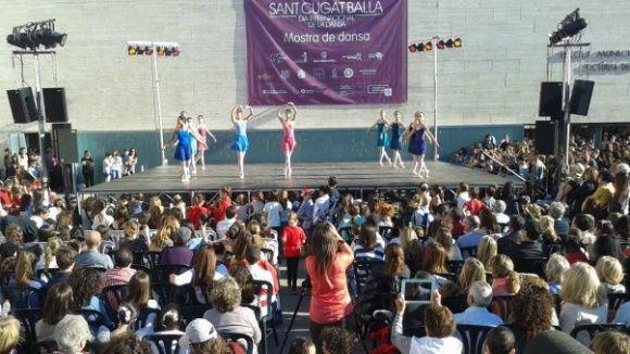 Centenars de persones gaudeixen del festiu amb la cloenda de 'Sant Cugat Balla'