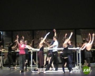 Una quarantena d'alumnes perfeccionen la seva dansa amb la classe magistral de Víctor Ullate
