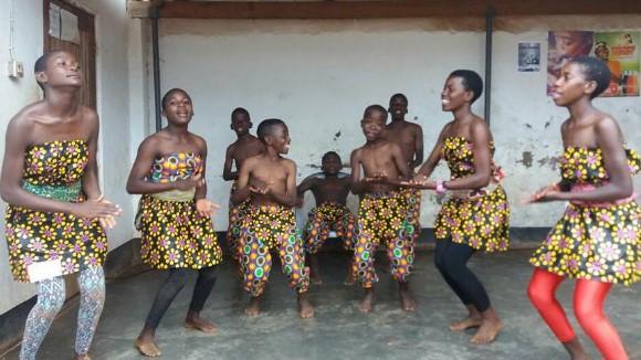 Taller de danses africanes