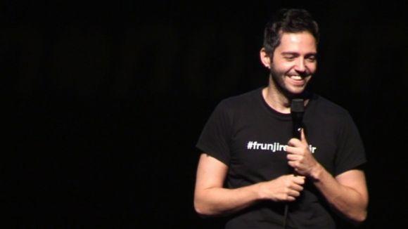 David Guapo s'atreveix amb tot i tothom a '#quenonosfrunjanlafiesta'