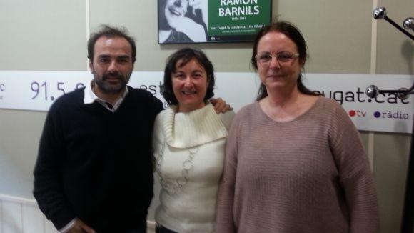 El psicòleg Víctor Rodríguez, amb Marisol de la Orden i la guitarrista Inmaculada Balsells