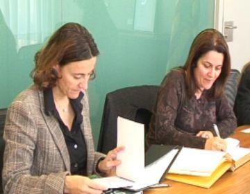 La delegació ha signat el llibre d'honor del municipi
