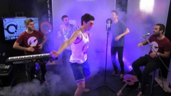 Cinc dels membres de The Risas al plató de Cugat tv