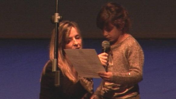 La lectura d'un manifest i el tercer Consell dels Infants commemoren el Dia Mundial de la Infància