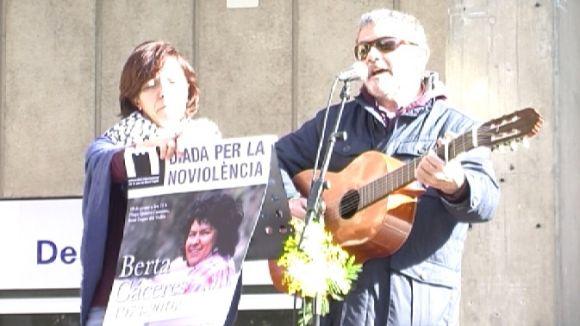 La Diada de la No-violència lloa la lluita de Berta Cáceres en defensa de l'aigua com a bé públic