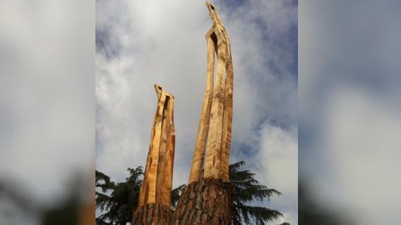 Inauguració de l'escultura 'Diàleg monumental', a la plaça de l'Estació de Valldoreix
