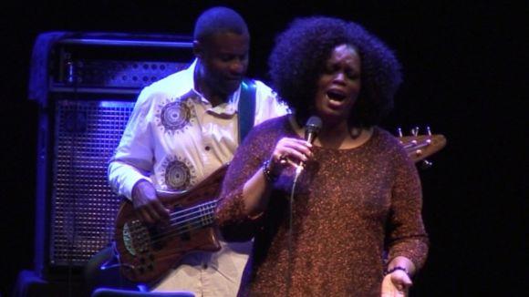 L'hereva de les dives del jazz Dianne Reeves sedueix el Teatre-Auditori