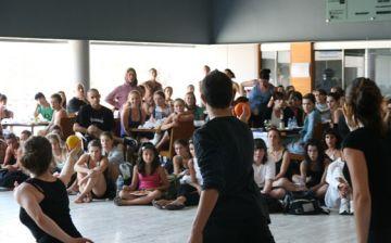 Els alumnes de l'Stage ballen entre plat i plat de dilluns a divendres