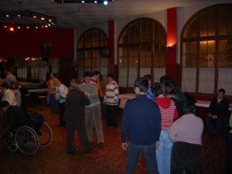 La 'Disco' per a discapacitats dóna una alternativa d'oci a una cinquantena de joves