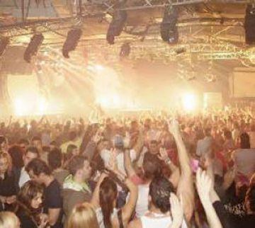 Una festa al PAV2 dóna la benvinguda al 2011