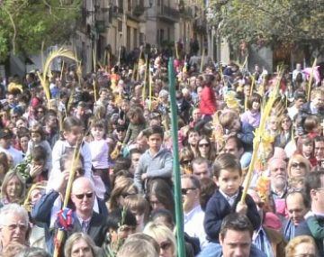El Diumenge de Rams torna a reunir a la plaça d'Octavià milers de famílies fidels a la tradició