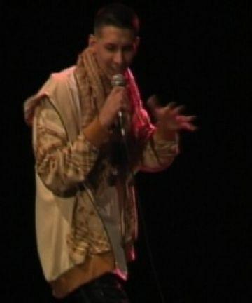 El rap de D.M. Black es presenta al públic en el 'Mou-te'
