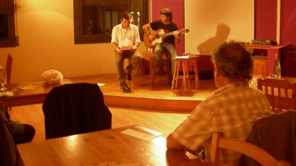 La trobada de poesia ha fusionat versos i música