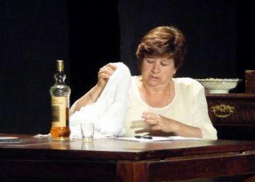 'Dona i cadira' plasma la por de perdre els records al Casal de Cultura de Valldoreix