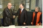 La donació s'ha fet a la seu de l'entitat bancària de Santiago Russinyol.