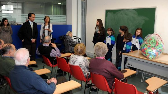 170 alumnes del Pureza de María se sumen a la campanya solidària '1 origami 1 euro'